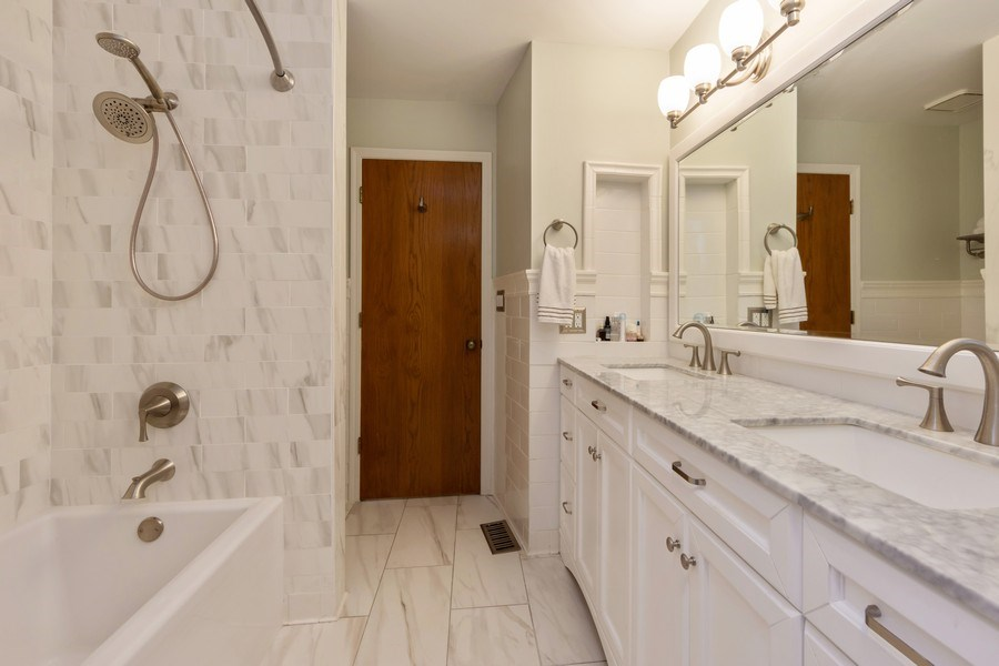 Real Estate Photography - 875 S Dwyer Ave, Arlington Heights, IL, 60005 - Master Bathroom