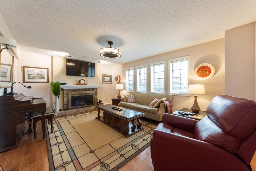 Real Estate Photography - 875 S Dwyer Ave, Arlington Heights, IL, 60005 - Family Room