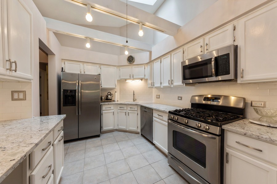 Real Estate Photography - 875 S Dwyer Ave, Arlington Heights, IL, 60005 - Kitchen