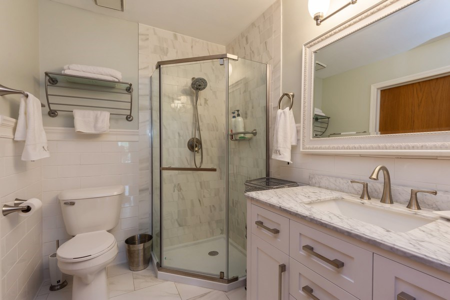 Real Estate Photography - 875 S Dwyer Ave, Arlington Heights, IL, 60005 - 2nd Bathroom