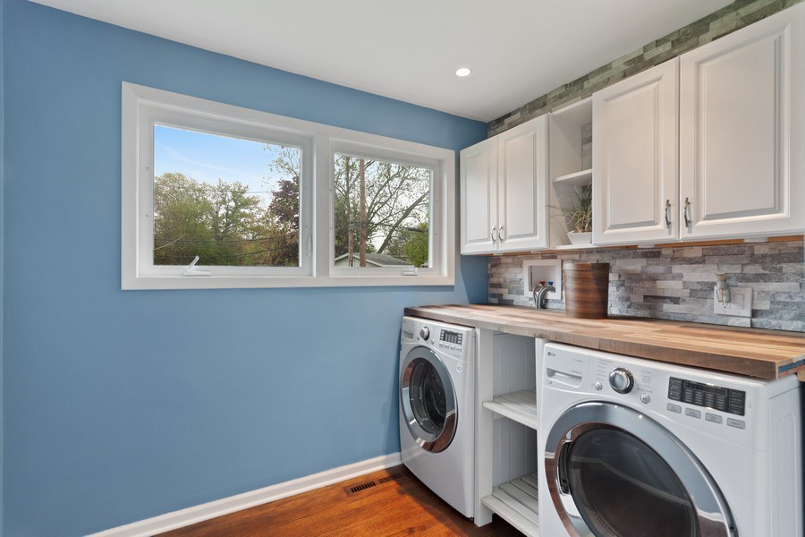 Real Estate Photography - 525 Lotus Lane, Glenview, IL, 60025 - Laundry Room