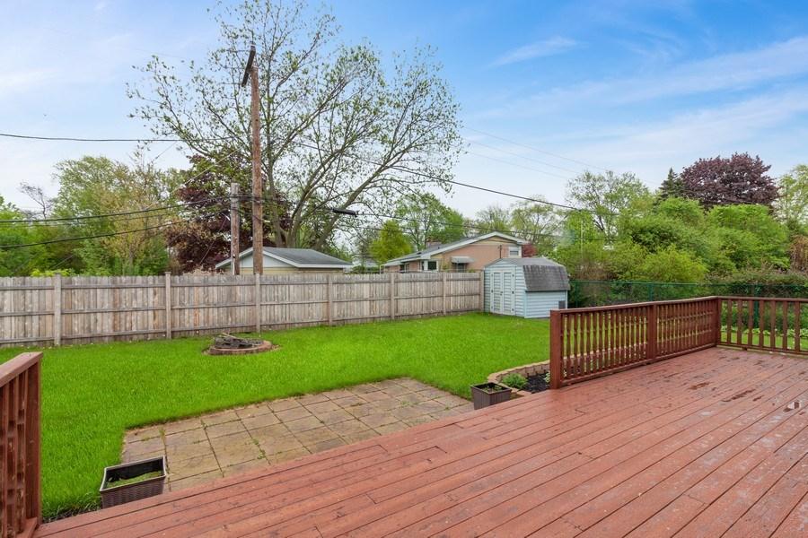 Real Estate Photography - 525 Lotus Lane, Glenview, IL, 60025 - Deck