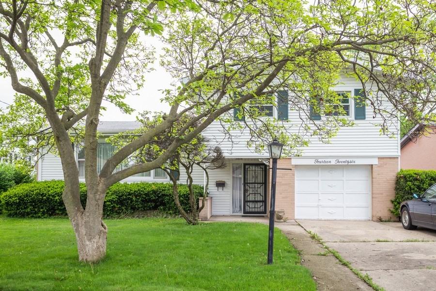 Real Estate Photography - 1426 Margret St, Des Plaines, IL, 60018 - Front View