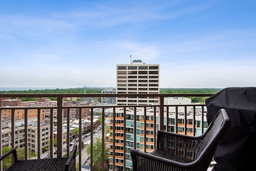 Real Estate Photography - 807 Davis Street #1504, Evanston, IL, 60201 - Balcony