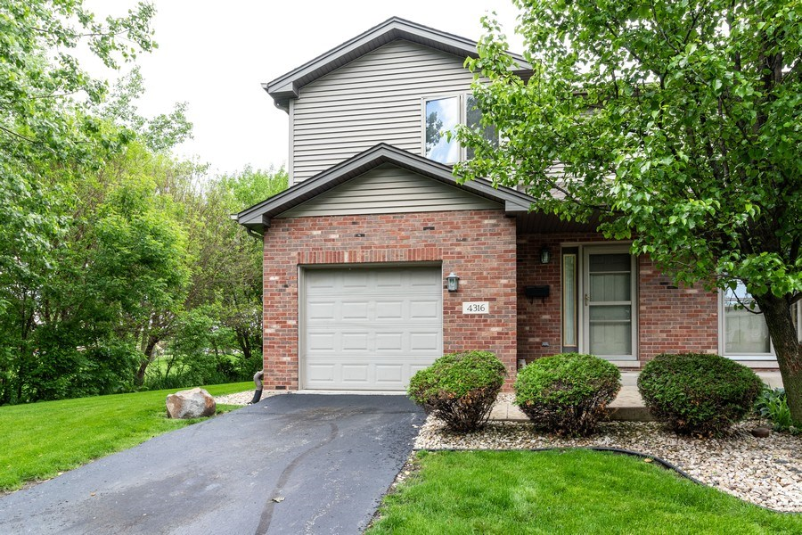 Real Estate Photography - 4316 Termunde Dr, Alsip, IL, 60803 - Front View