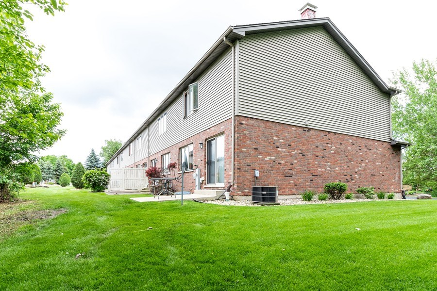 Real Estate Photography - 4316 Termunde Dr, Alsip, IL, 60803 - Side View