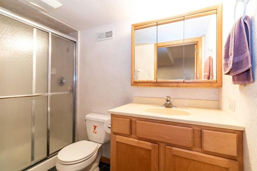 Real Estate Photography - 4316 Termunde Dr, Alsip, IL, 60803 - Bathroom