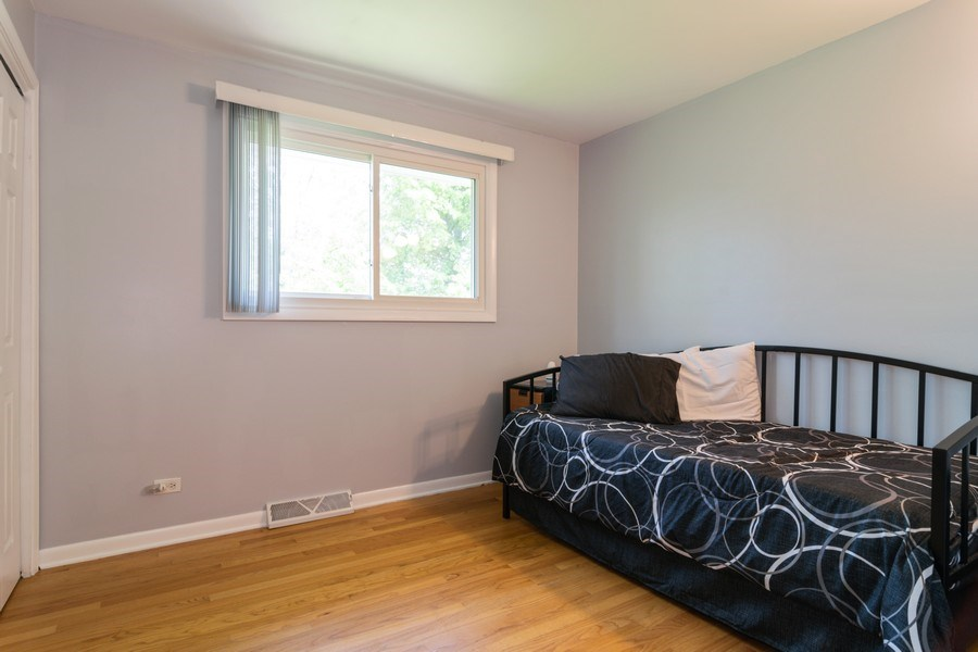 Real Estate Photography - 664 Juniper Ln, Bartlett, IL, 60103 - 2nd Bedroom