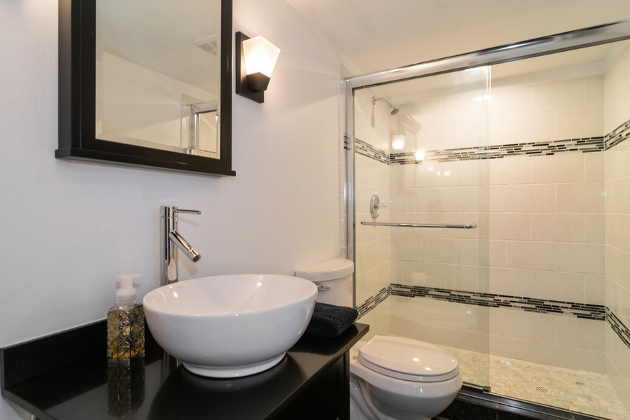 Real Estate Photography - 664 Juniper Ln, Bartlett, IL, 60103 - 2nd Bathroom