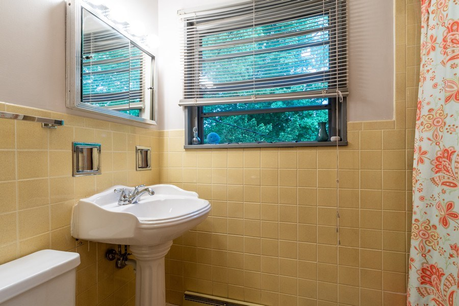 Real Estate Photography - 2297-2299 Exmoor Ave, Highland Park, IL, 60035 - Bathroom
