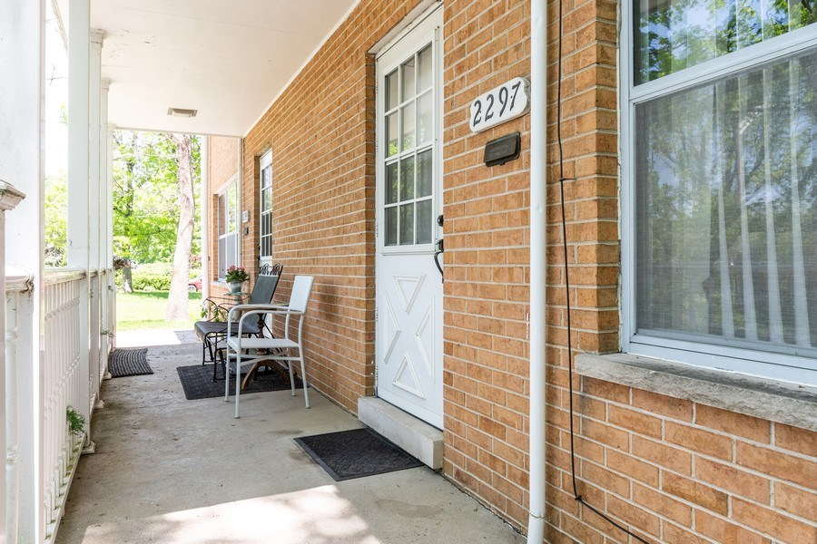 Real Estate Photography - 2297-2299 Exmoor Ave, Highland Park, IL, 60035 - Entryway