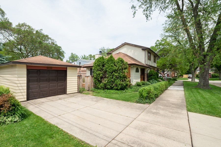 Real Estate Photography - 700 Long Rd., Glenview, IL, 60025 - Front View