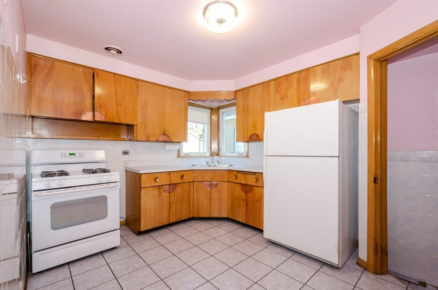Real Estate Photography - 6231 N. Kildare Avenue, Chicago, IL, 60646 - Kitchen