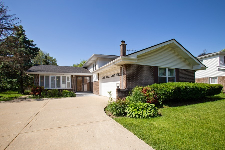 Real Estate Photography - 2430 S Shag Bark Trl, Arlington Heights, IL, 60005 - Front View