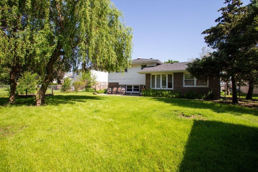 Real Estate Photography - 2430 S Shag Bark Trl, Arlington Heights, IL, 60005 - Rear View
