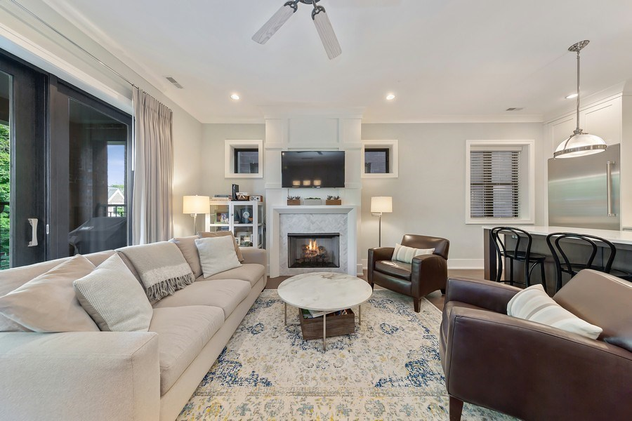 Real Estate Photography - 3950 N Hoyne, 2S, Chicago, IL, 60618 - Living Room