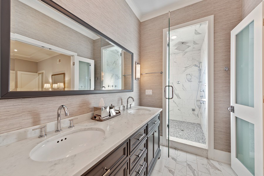Real Estate Photography - 3950 N Hoyne, 2S, Chicago, IL, 60618 - Master Bathroom