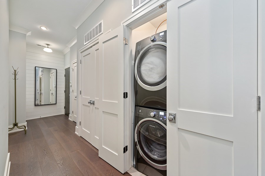 Real Estate Photography - 3950 N Hoyne, 2S, Chicago, IL, 60618 - Laundry Room