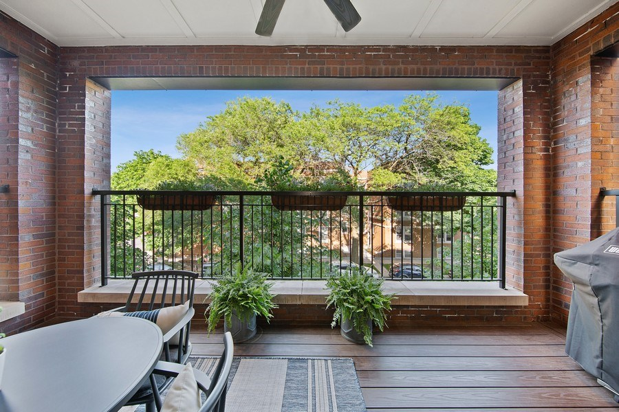 Real Estate Photography - 3950 N Hoyne, 2S, Chicago, IL, 60618 - Deck
