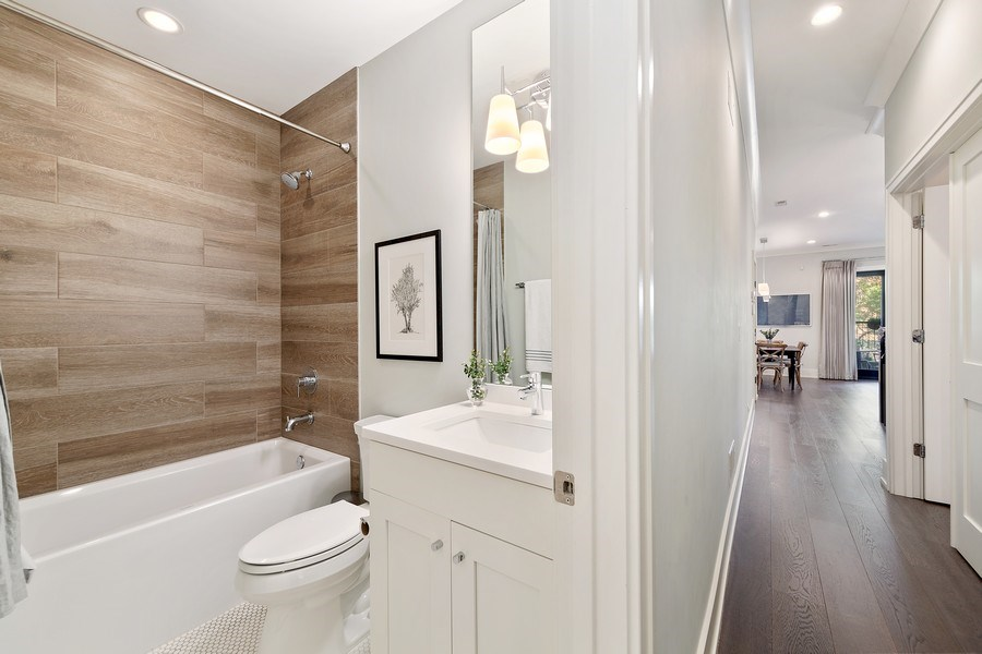 Real Estate Photography - 3950 N Hoyne, 2S, Chicago, IL, 60618 - Bathroom