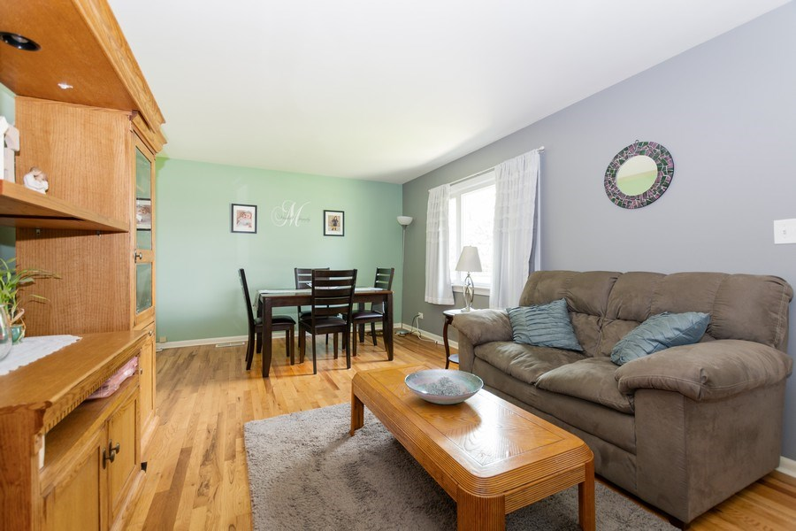 Real Estate Photography - 6315 84th Pl, Burbank, IL, 60459 - Living Room