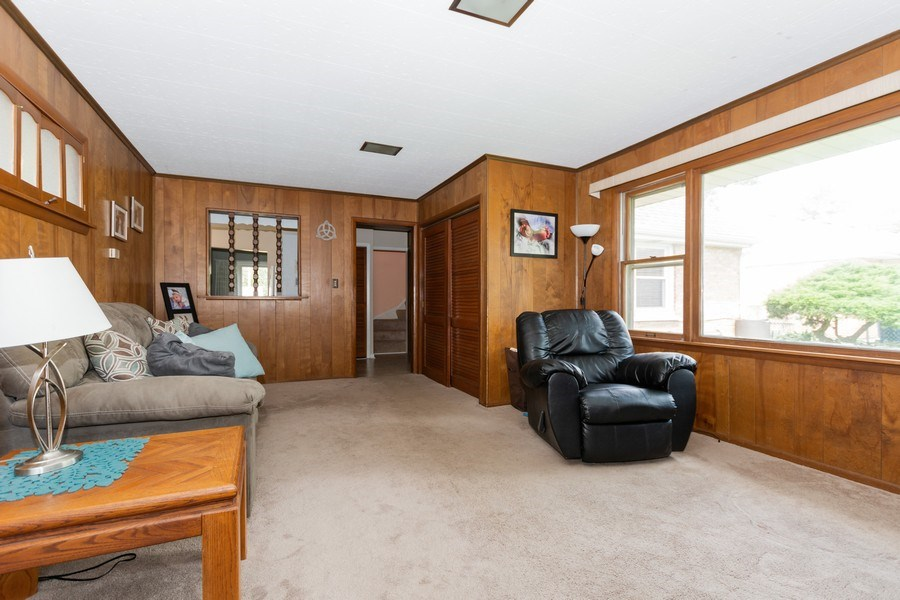 Real Estate Photography - 6315 84th Pl, Burbank, IL, 60459 - Family Room
