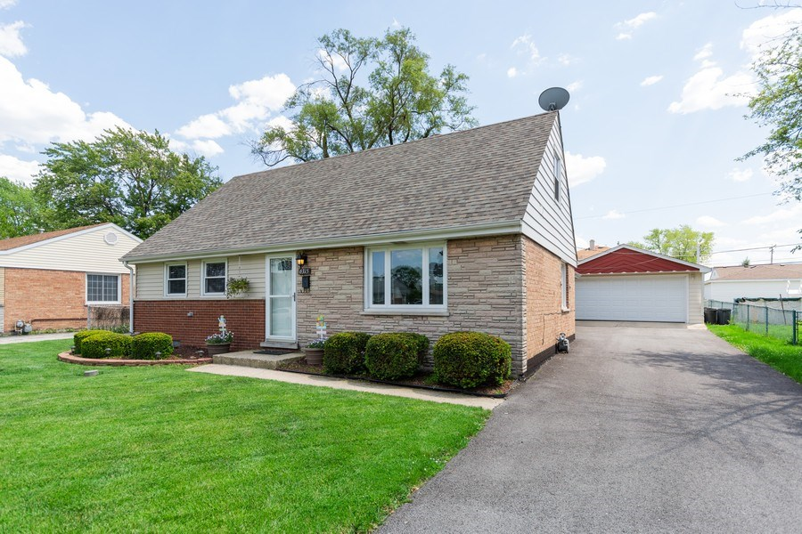 Real Estate Photography - 6315 84th Pl, Burbank, IL, 60459 - Front View
