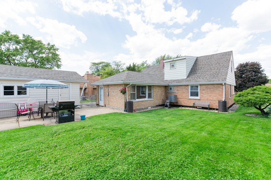 Real Estate Photography - 6315 84th Pl, Burbank, IL, 60459 - Rear View