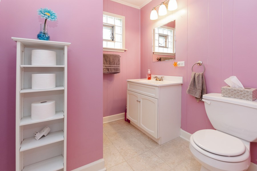 Real Estate Photography - 6315 84th Pl, Burbank, IL, 60459 - 2nd Bathroom