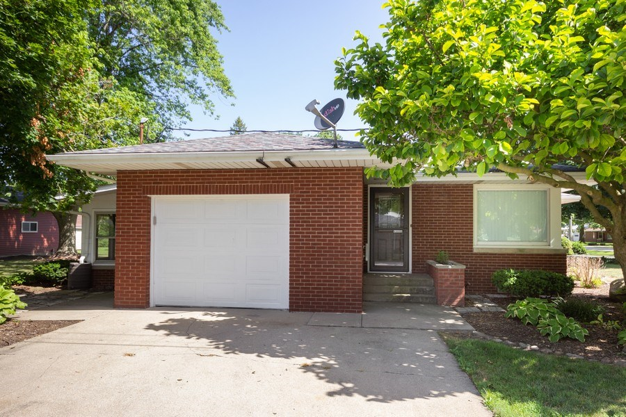 Real Estate Photography - 502 N 3rd Street, Cissna Park, IL, 60924 - Front View