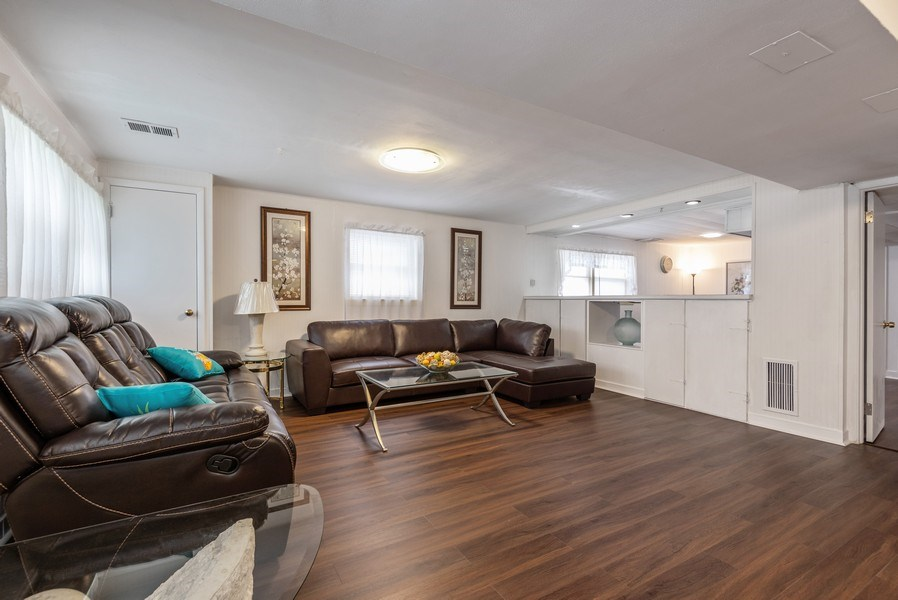 Real Estate Photography - 2515 Wilmette Ave, Wilmette, IL, 60091 - Recreational Room