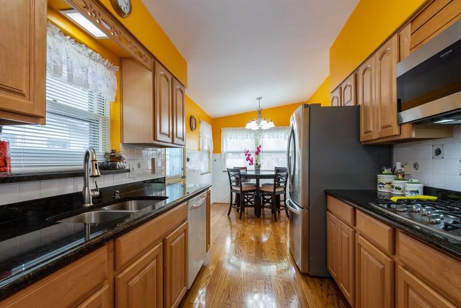 Real Estate Photography - 2515 Wilmette Ave, Wilmette, IL, 60091 - Kitchen