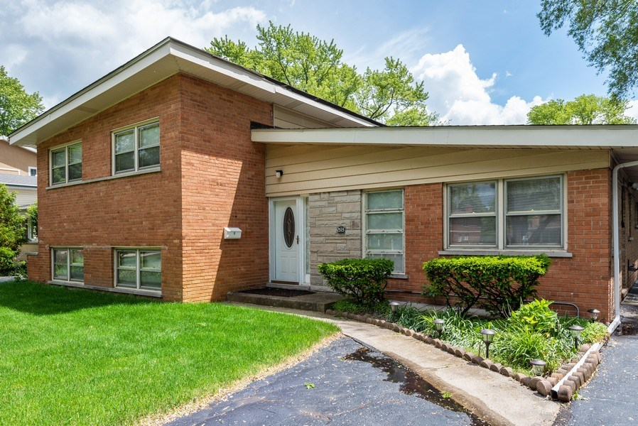 Real Estate Photography - 2515 Wilmette Ave, Wilmette, IL, 60091 - Front View