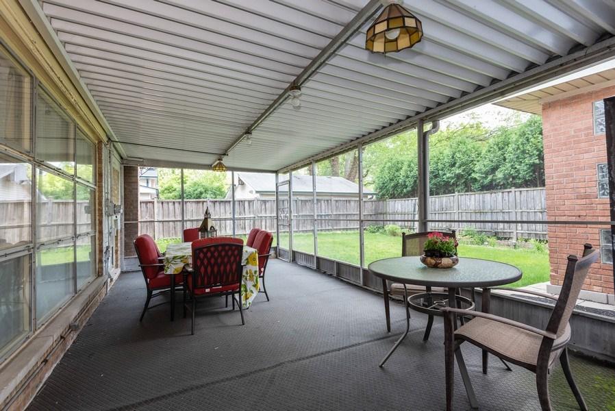 Real Estate Photography - 2515 Wilmette Ave, Wilmette, IL, 60091 - Porch