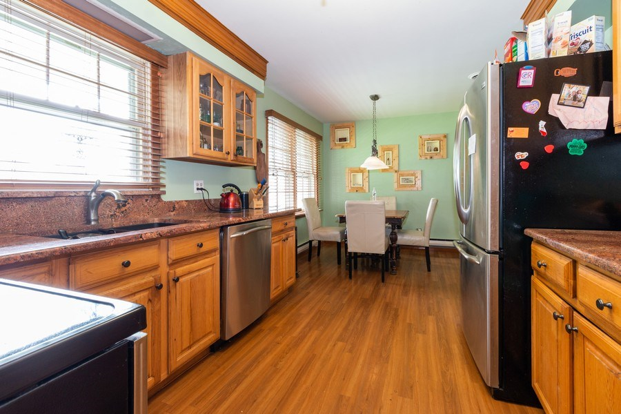 Real Estate Photography - 1000 Whipperwill Ct, Shorewood, IL, 60404 - Kitchen