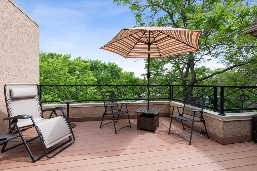 Real Estate Photography - 2632 Broadway, Evanston, IL, 60201 - Deck