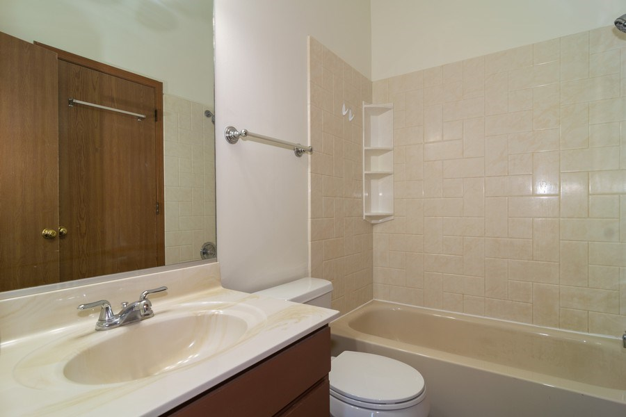 Real Estate Photography - 507 D Nicole Dr, Bartlett, IL, 60103 - Bathroom