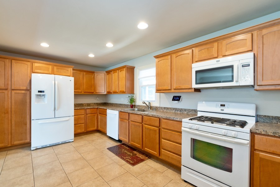 Real Estate Photography - 4200 W 117th St, Alsip, IL, 60803 - Kitchen