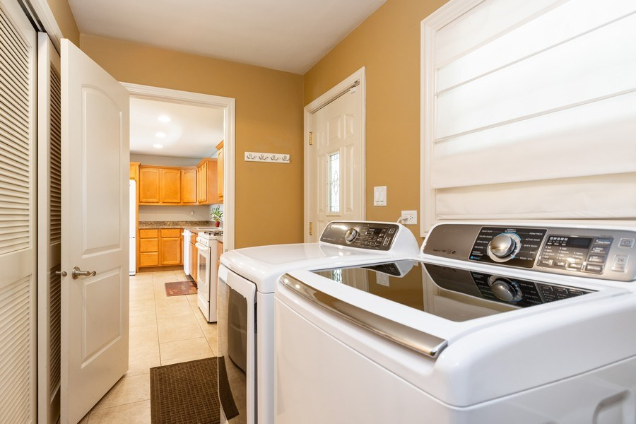 Real Estate Photography - 4200 W 117th St, Alsip, IL, 60803 - Laundry Room