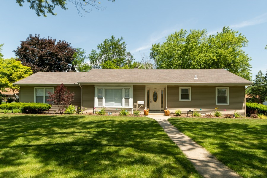 Real Estate Photography - 4200 W 117th St, Alsip, IL, 60803 - Front View