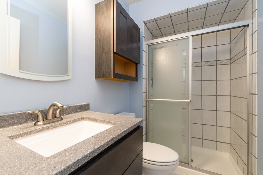 Real Estate Photography - 4200 W 117th St, Alsip, IL, 60803 - 2nd Bathroom