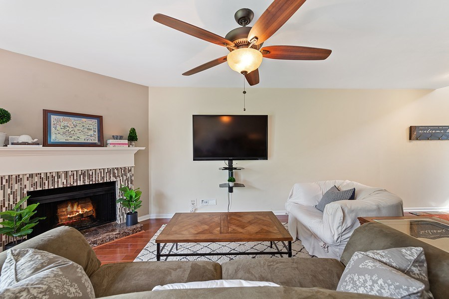 Real Estate Photography - 7341 Canterbury Pl 19-3, Downers Grove, IL, 60516 - Living Room