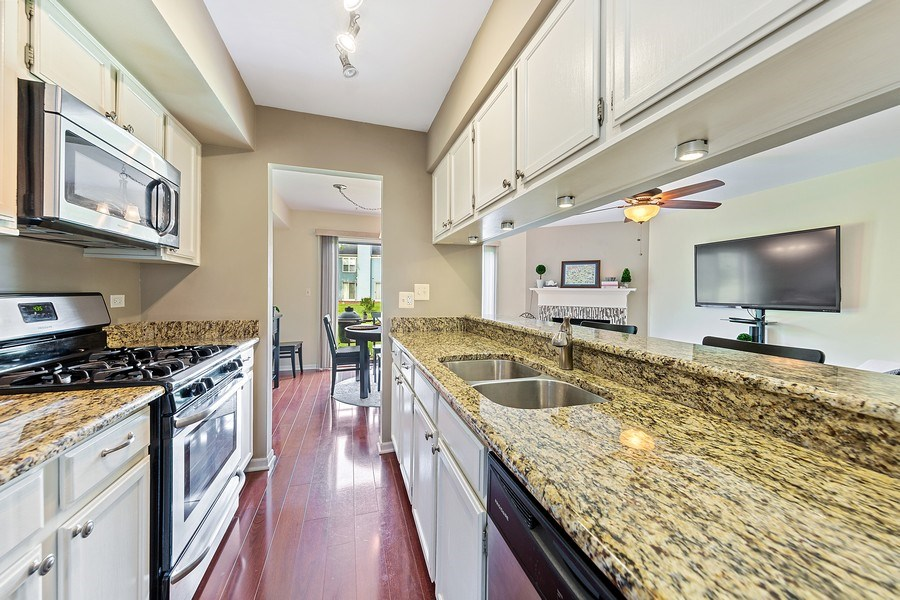 Real Estate Photography - 7341 Canterbury Pl 19-3, Downers Grove, IL, 60516 - Kitchen