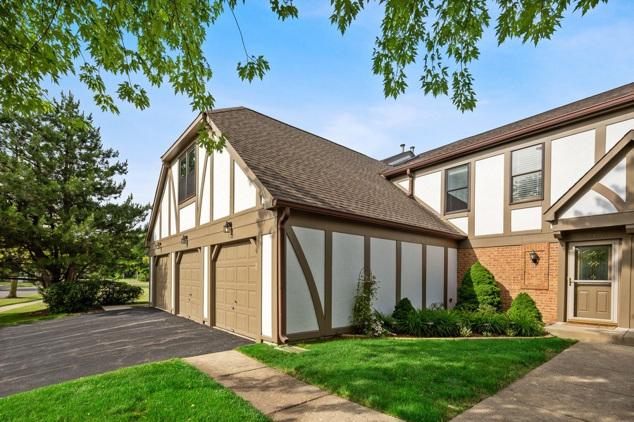Real Estate Photography - 7341 Canterbury Pl 19-3, Downers Grove, IL, 60516 - Front View
