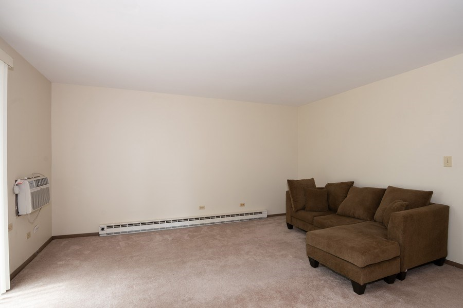 Real Estate Photography - 4440 Arbor Circle #4, Downers Grove, IL, 60515 - Living Room