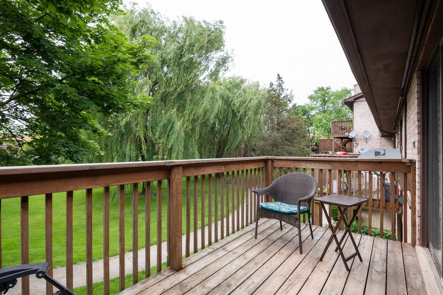Real Estate Photography - 4440 Arbor Circle #4, Downers Grove, IL, 60515 - Balcony