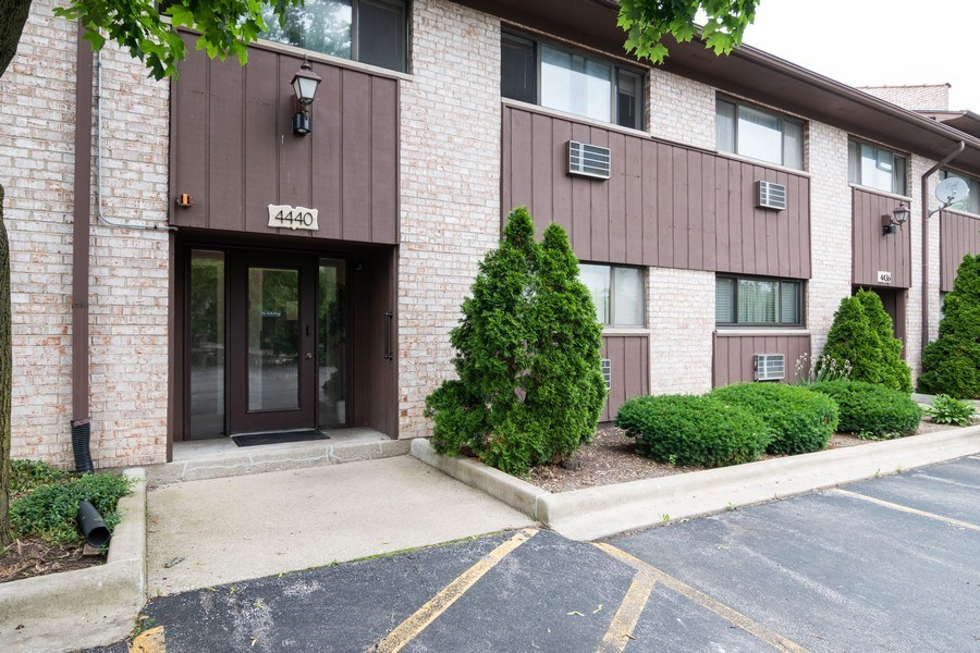 Real Estate Photography - 4440 Arbor Circle #4, Downers Grove, IL, 60515 - Front View