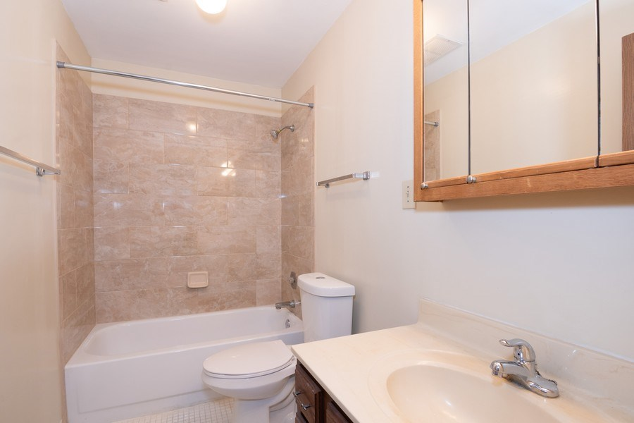 Real Estate Photography - 4440 Arbor Circle #4, Downers Grove, IL, 60515 - Bathroom