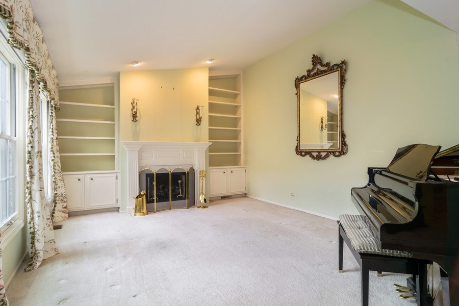 Real Estate Photography - 1330 Shagbark Ln, Wheaton, IL, 60187 - Living Room