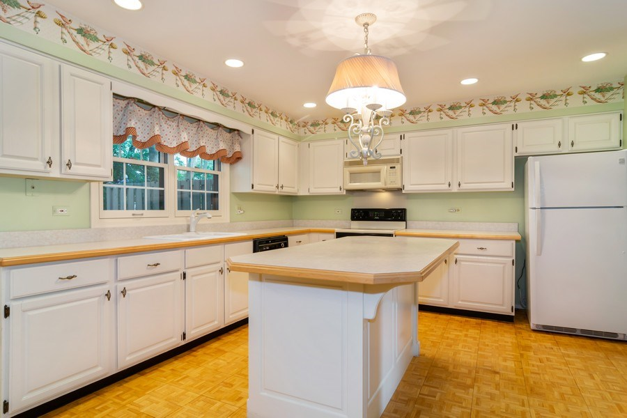 Real Estate Photography - 1330 Shagbark Ln, Wheaton, IL, 60187 - Kitchen